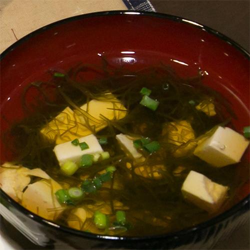 豆腐とがごめ昆布のお吸い物