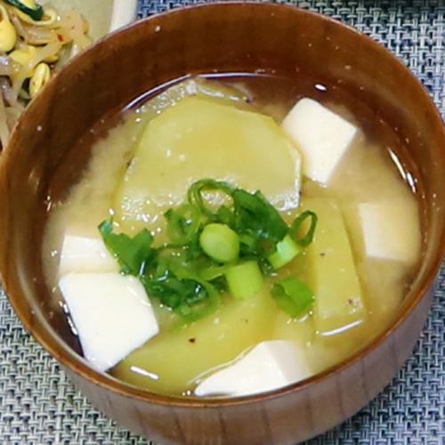 豆腐とさつまいものみそ汁