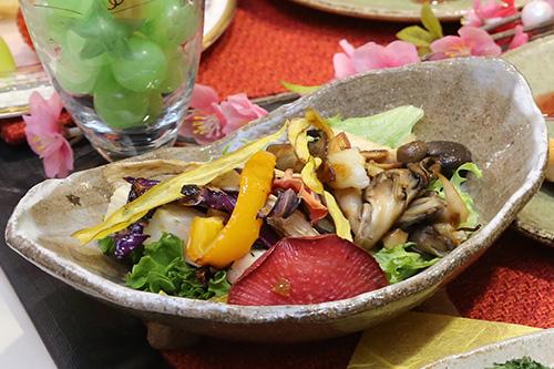 きのこのソテーとグリル野菜のサラダ フルーツドレッシングで