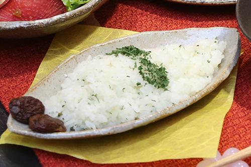 ガスで美味しく! 幻のお米武川米のパセリバターごはん自家製干しぶどう添え